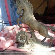 Antigüedades: GRAN RELOJ CABALLO BRONCE. Lote 155038386