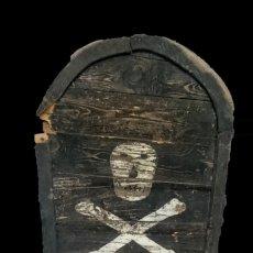 Antigüedades: ANTIGUA LÁPIDA DE MADERA CON CALAVERA DEL SIGLO XVII. PIEZA RARA. 105X55X8. Lote 155109078