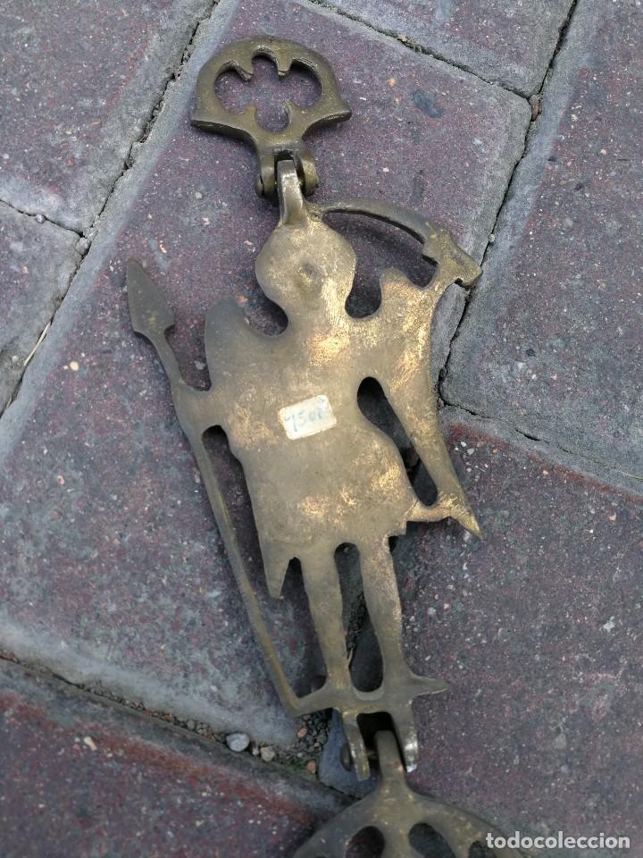 Antigüedades: ANTIGUO CANDELABRO O PORTAVELAS COLGANTE DE BRONCE LABRADO IMAGEN ARCÁNGEL, 70X39 CM. - Foto 10 - 155109250