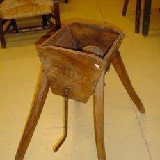 Antigüedades: PICADORA ANTIGUA RUSTICA PARA COMIDA DE ANIMALES . Lote 155120742