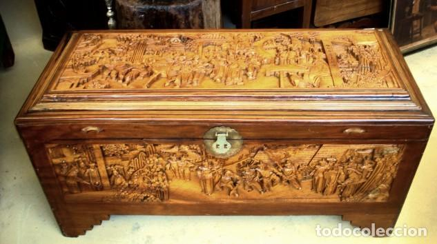 ARCON BAUL CHINO ANTIGUO TALLADO, EN MADERA DE ALCANFOR (Antigüedades - Muebles Antiguos - Baúles Antiguos)