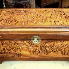 Antigüedades: ARCON BAUL CHINO ANTIGUO TALLADO, EN MADERA DE ALCANFOR . Lote 155126642