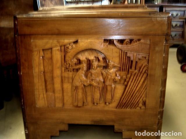 Antigüedades: Arcon baul chino antiguo tallado, en madera de alcanfor - Foto 3 - 155126642