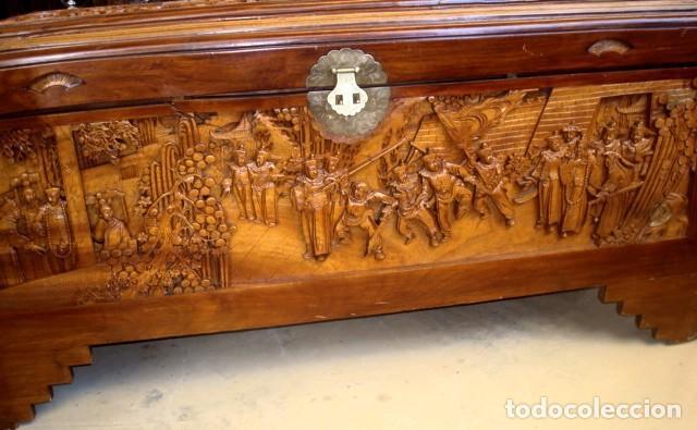 Antigüedades: Arcon baul chino antiguo tallado, en madera de alcanfor - Foto 11 - 155126642
