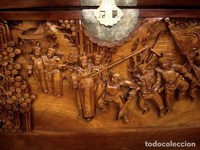 Antigüedades: Arcon baul chino antiguo tallado, en madera de alcanfor - Foto 13 - 155126642