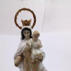 Antigüedades: PORCELANA LA VIRGEN MARÍA CON NIÑO TERMINADA EN ORO. Lote 155138345