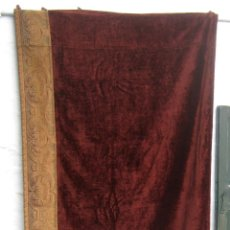 Antigüedades: GRAN TERCIOPELO ATORNASOLADO VELOUR S XIX CALIDAD 270 X 105 CMS - GRAN CENEFA TAPIZ. Lote 155147954