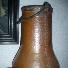Antigüedades: CALDERO MUY ORIGINAL DE COBRE Y HIERRO FORJADO, FORMA MUY ORIGINAL SIGLO XVIII. Lote 155160150