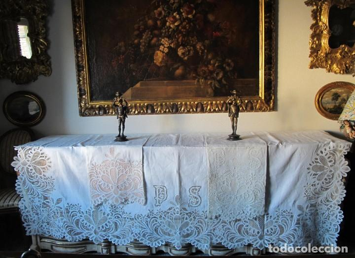 Antigüedades: MUY IMPORTANTE JUEGO DE SÁBANA DE HILO SIN ESTRENAR. BORDADO CON ENCAJE DE VENECIA. SIGLO XIX - Foto 2 - 147759386