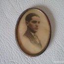 Antigüedades: ESPEJO DE BOLSO CON FOTOGRAFIA ANTIGUA. Lote 155168750