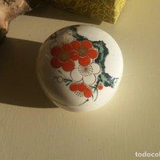 Antigüedades: CAJA DE PORCELANA JAPONESA. Lote 155184162