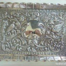 Antigüedades: BANDEJA DE PLATA. PEDRO DURÁN. PÁJAROS. (30 X 21 CM). Lote 155240906
