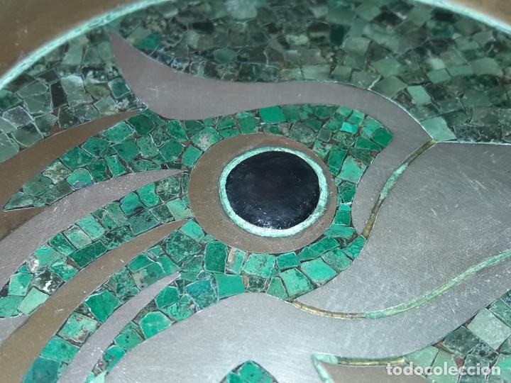 Antiques: Precioso plato de bronce con águila de alpaca e incrustaciones de malaquita Taxco México - Foto 6 - 155242234