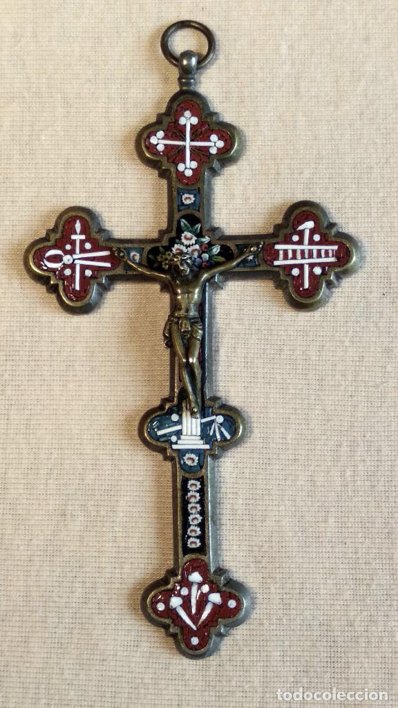 ANTIGUA Y ARTÍSTICA CRUZ DE MICRO MOSAICO (CRISTAL PEQUEÑO TAMAÑO), ITALIANA SIGLO XIX. (Antigüedades - Religiosas - Cruces Antiguas)