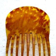 Antigüedades: UN GRAN PEINE CLÁSICO DEL SIGLO XIX EN CUERNO DE VACA PINTADO PARA IMITAR LA CONCHA.. Lote 155313962