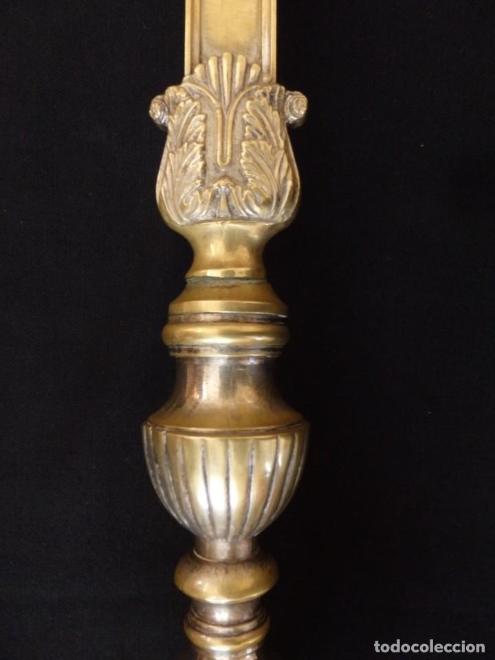 Antigüedades: Cruz de altar en bronce dorado. 57 cm. Hacia 1900. - Foto 4 - 155314874