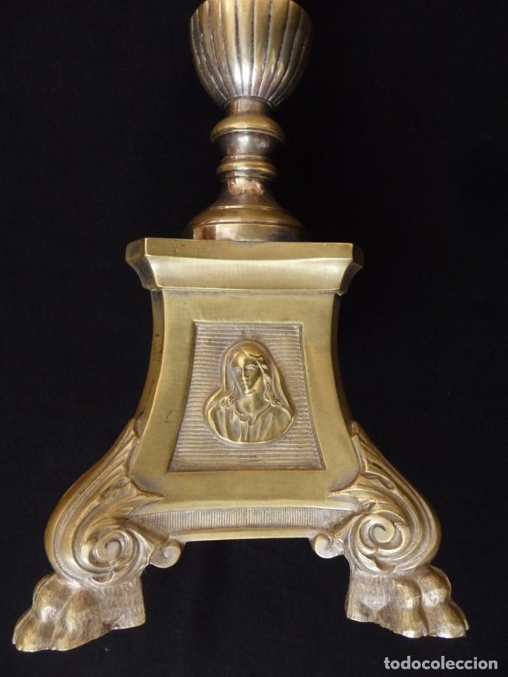 Antigüedades: Cruz de altar en bronce dorado. 57 cm. Hacia 1900. - Foto 5 - 155314874