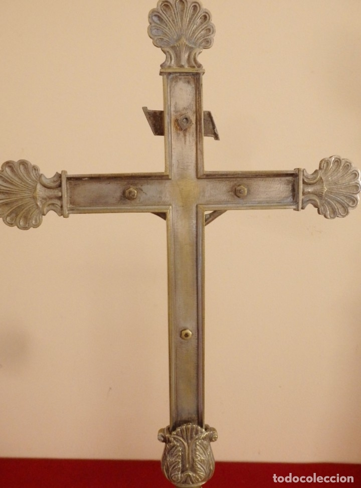 Antigüedades: Cruz de altar en bronce dorado. 57 cm. Hacia 1900. - Foto 12 - 155314874