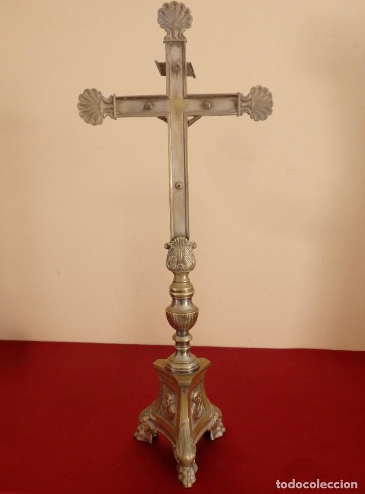 Antigüedades: Cruz de altar en bronce dorado. 57 cm. Hacia 1900. - Foto 11 - 155314874