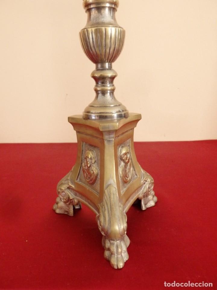 Antigüedades: Cruz de altar en bronce dorado. 57 cm. Hacia 1900. - Foto 13 - 155314874