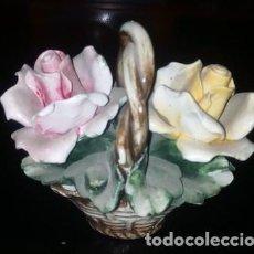 Antigüedades: PEQUEÑO CESTO DE FLORES DE PORCELANA CAPODIMONTE. Lote 155337046
