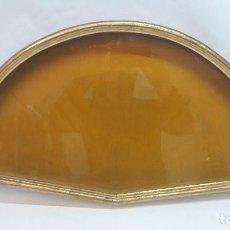 Antigüedades: ABANIQUERA EN MADERA Y EN ORO FINO , MED TOTAL 34,5X60 CM Y VENTANA 30,5X55,5 CM. . Lote 155350410