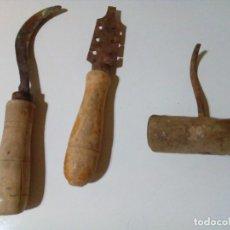 Antigüedades: TRES ANTIGUAS HERRAMIENTAS . Lote 155350902