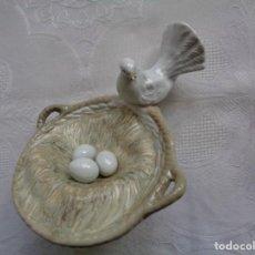 Antigüedades: FIGURA DE PORCELANA ESPAÑOLA. SIN MARCAS. 12 X 12 CM. . Lote 155385074
