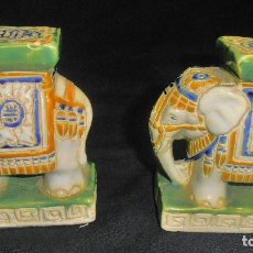 Antigüedades: DOS ELEFANTES DE PORCELANA MUY DURA. Lote 155396998