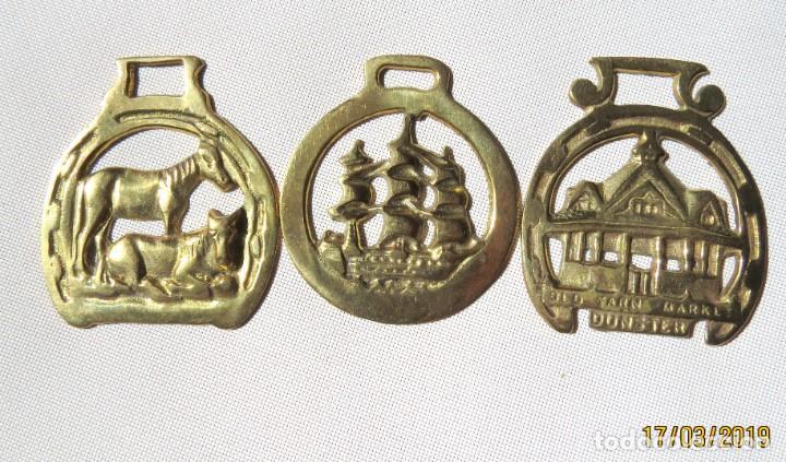 TRES ADORNOS PARA CABALLOS, ARREOS (Antigüedades - Técnicas - Rústicas - Caballería Antigua)