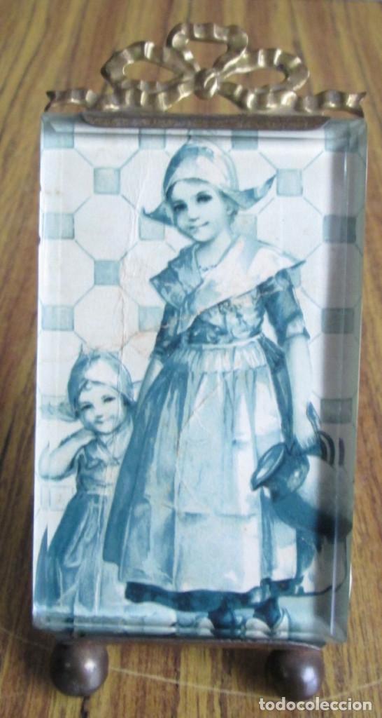 PORTARRETRATO DE LATÓN - EL CRISTAL BISELADO - BTE SGUG PARIS (Antigüedades - Hogar y Decoración - Portafotos Antiguos)