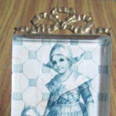 Antigüedades: PORTARRETRATO DE LATÓN - EL CRISTAL BISELADO - BTE SGUG PARIS. Lote 155512166