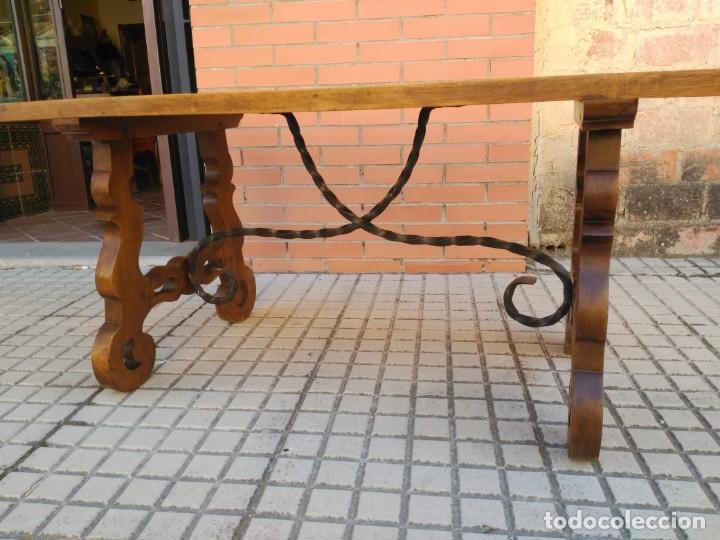 Antigüedades: Antigua mesa de San Antonio, con patas de lira - Foto 2 - 155518314