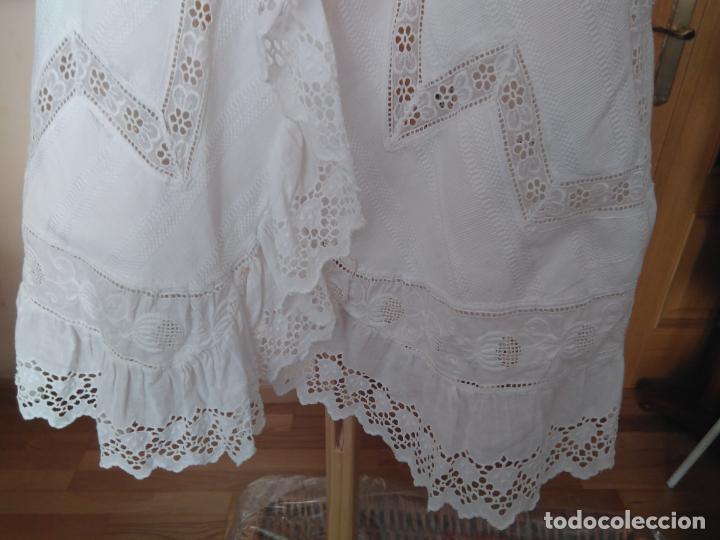 Antigüedades: Antiguo abrigo infantil piqué, capelina y profusión de puntillas bordadas, Finales S; XIX Pps. S. XX - Foto 4 - 155532934