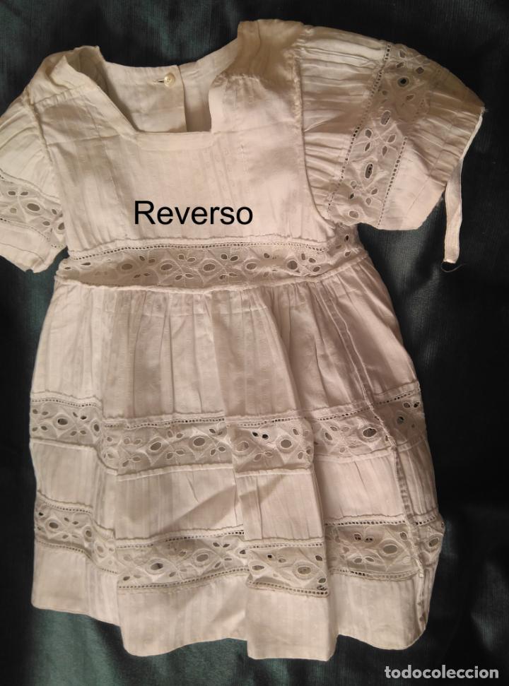 Antigüedades: Antiguo vestido infantil algodón, entredoses de puntillas bordadas, Primera mitad S. XX - Foto 4 - 155536134