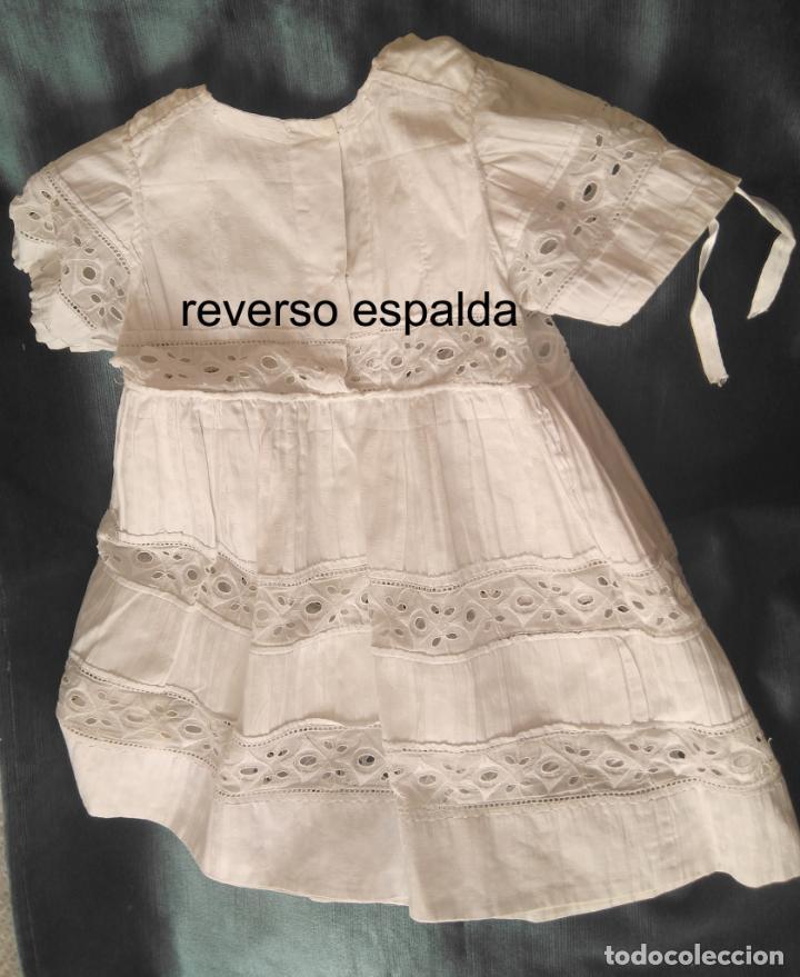 Antigüedades: Antiguo vestido infantil algodón, entredoses de puntillas bordadas, Primera mitad S. XX - Foto 5 - 155536134