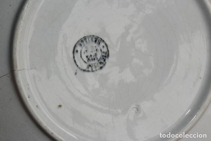 Antigüedades: ANTIGUO PLATO O FUENTE OCHAVADA DE PORCELANA PICKMAN MEDALLA ORO SEVILLA CON TERNEROS vacas - Foto 5 - 155599754