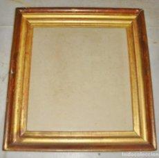 Antigüedades: BONITO MARCO DORADO. S.XIX. MADERA, ESTUCO Y PAN DE ORO.. Lote 155602370