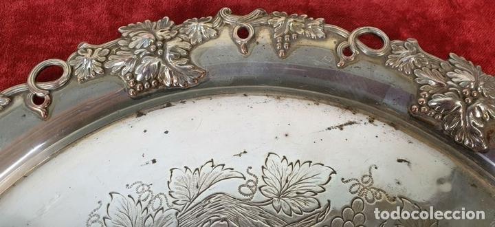 Antigüedades: BANDEJA DE SERVICIO CIRCULAR. ESTILO MODERNISTA. METAL PLATEADO. SIGLO XX. - Foto 2 - 155602614