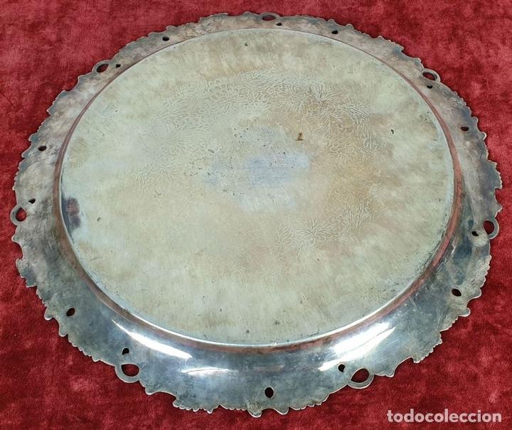 Antigüedades: BANDEJA DE SERVICIO CIRCULAR. ESTILO MODERNISTA. METAL PLATEADO. SIGLO XX. - Foto 3 - 155602614