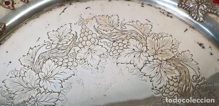 Antigüedades: BANDEJA DE SERVICIO CIRCULAR. ESTILO MODERNISTA. METAL PLATEADO. SIGLO XX. - Foto 6 - 155602614