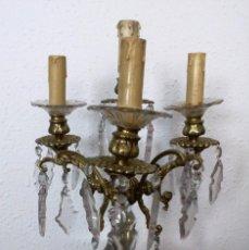 Antigüedades: LÁMPARA-CANDELABRO EN CRISTAL Y BRONCE. Lote 155605346