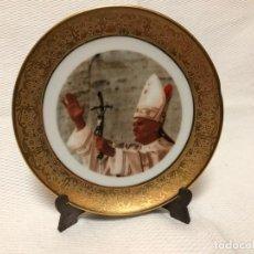 Antigüedades: PLATITO EN PORCELANA CON CENEFA DORADA , JUAN PABLO II. Lote 155608594