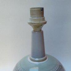 Antigüedades: LAMPARA DE MESA PORTACELI-. Lote 155622150