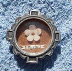 Antigüedades: RELICARIO/MEDALLON LACRADO DEL PAPA PIO X. SANTIAGO COMPOSTELA 1954.. Lote 172311503