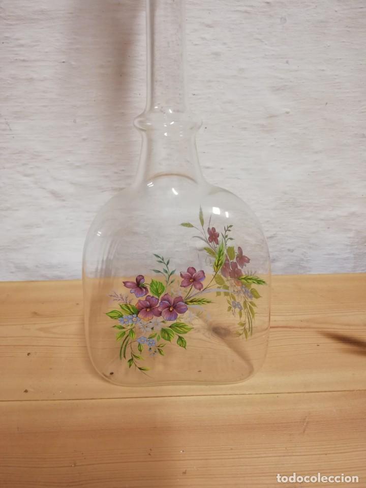 Antigüedades: Bonita botella de cristal con flores - Foto 2 - 155632594