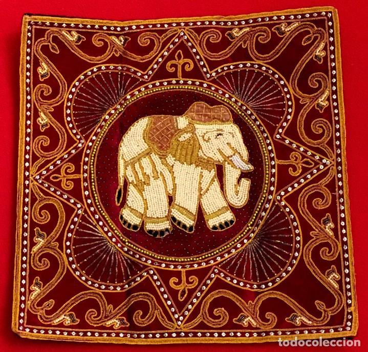 Antigüedades: FUNDA DE COJÍN - TAPIZ ELEFANTE THAILANDES BORDADO A MANO - 42 X 42 CM - Foto 2 - 155633110