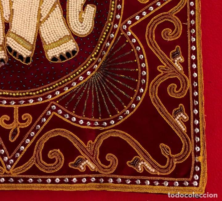 Antigüedades: FUNDA DE COJÍN - TAPIZ ELEFANTE THAILANDES BORDADO A MANO - 42 X 42 CM - Foto 3 - 155633110