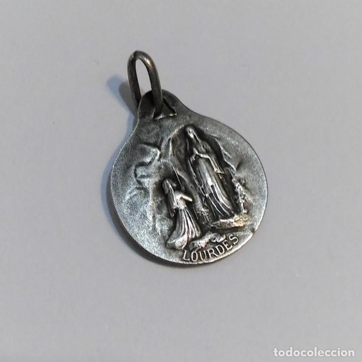 Antigüedades: Medalla religiosa Nuestra Señora de Lourdes y Virgen María, plata contraste marcaje, antigua s XIX - Foto 2 - 276928263