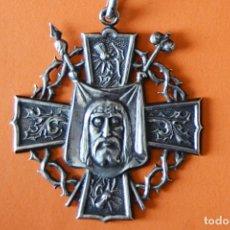Antigüedades: MEDALLA DE PLATA - 1915 COFRADIA DEL SANTO CRISTO - PARROQUIA S. MARIA DE JESUS - GRACIA - BARCELONA. Lote 155666842